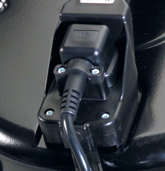 NTD750-2 240v Vacuum Cleaner c/w BA5 kit-642