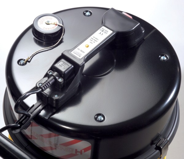 HZ750-2 240v Hazardous Dust Vacuum Cleaner c/w Hose Dusting Brushes & Crevice Tool-549