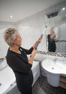 VIKAN MIRROR WINDOW CLEANING KIT CLEANS