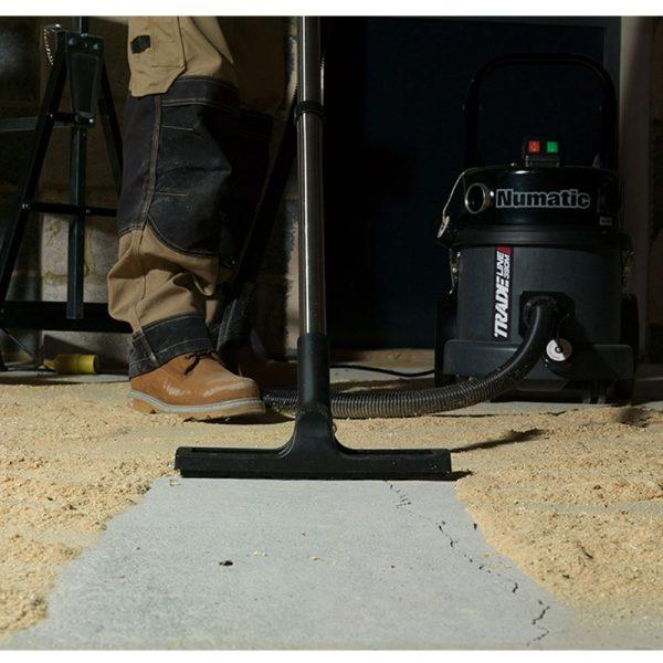 TEM390A 240v M Class dry vac (woodworking) with power tool take off.